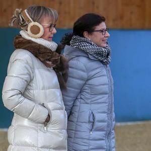 Edda M. Schmidt mit der Direktorin der Peter Petersen Landesschule Frau Birgit Engleder