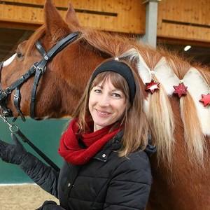 Sabrina Wassermann mit ihrem Therapieperd Corason